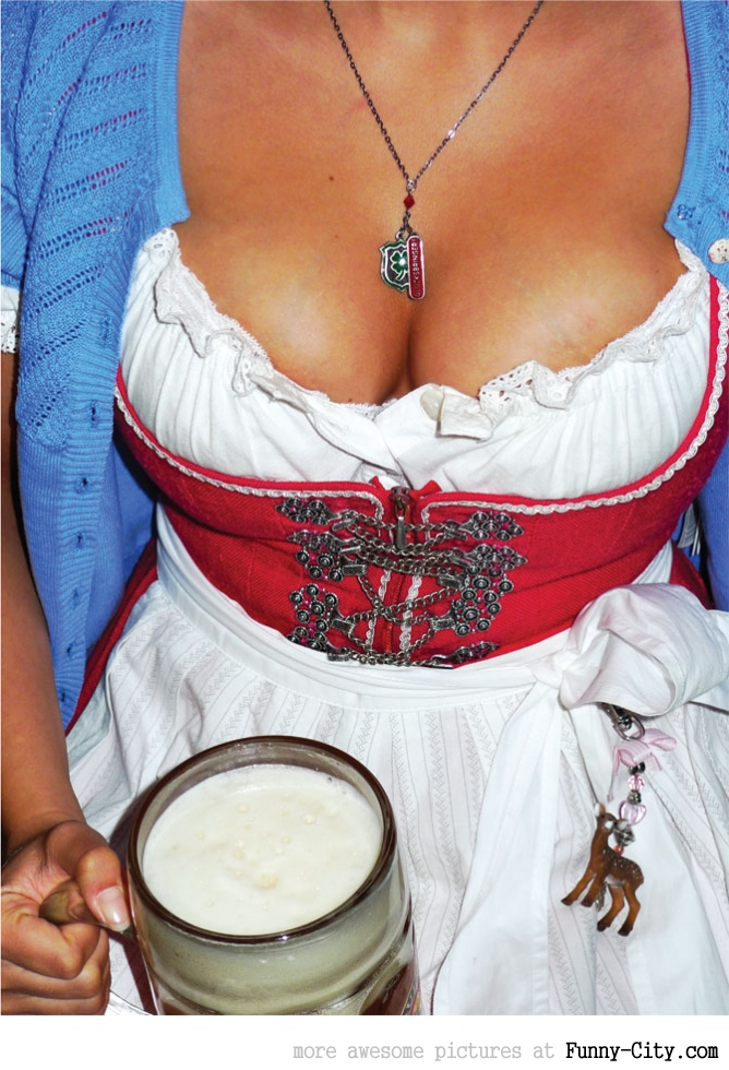Hayden Panettiere, Kim Kardashian and the other Oktoberfest girls of 2011 [2015]
