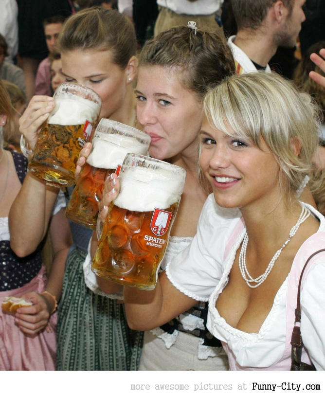 Hayden Panettiere, Kim Kardashian and the other Oktoberfest girls of 2011 [2012]