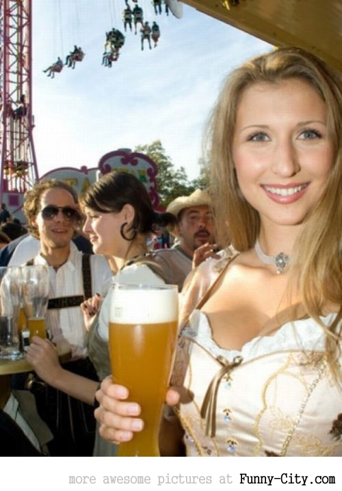 Hayden Panettiere, Kim Kardashian and the other Oktoberfest girls of 2011 [2028]
