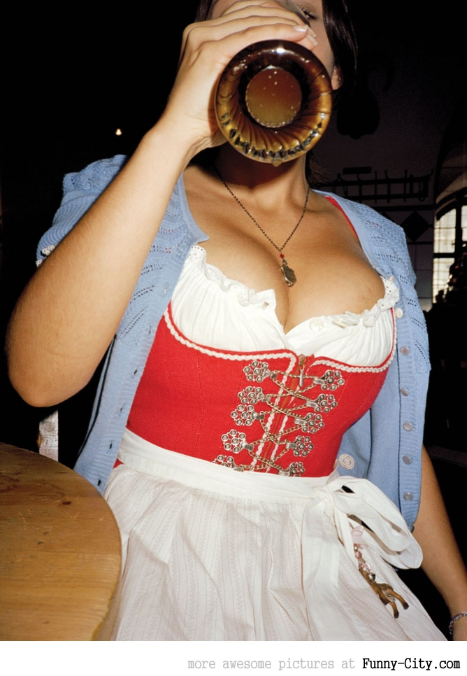 Hayden Panettiere, Kim Kardashian and the other Oktoberfest girls of 2011 [2013]