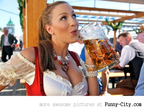 Hayden Panettiere, Kim Kardashian and the other Oktoberfest girls of 2011 [2038]