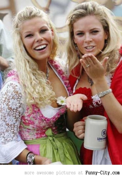 Hayden Panettiere, Kim Kardashian and the other Oktoberfest girls of 2011 [2027]