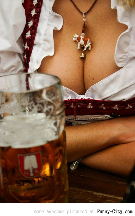 Hayden Panettiere, Kim Kardashian and the other Oktoberfest girls of 2011 [2039]