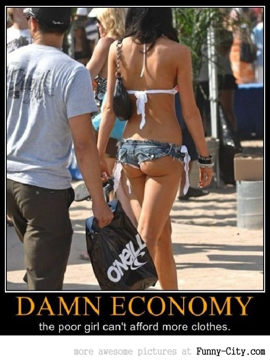 Damn economy, those girls can't afford clothes [25 photos]