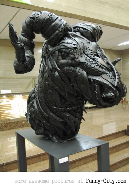 Sculptures made from recycled old tires [19 pics] [7176]