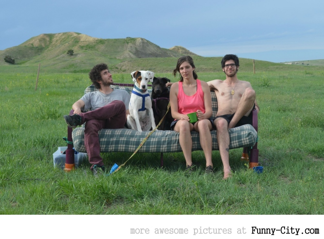Three friends, two dogs, one futon, nature. [17 pics]
