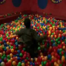 Big Bang Theory - Sheldon in ball pit