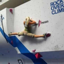 Hot girl wall climbing like a BOSS