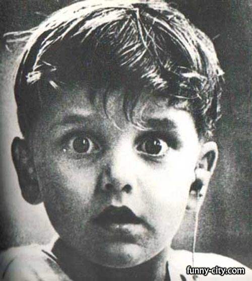 <p>Unbelievable photo taken by Jack Bradley at the exact moment this boy, Harold Whittles, hears for the first time in his life. The doctor treating him has just placed an earpiece in his left ear.</p>